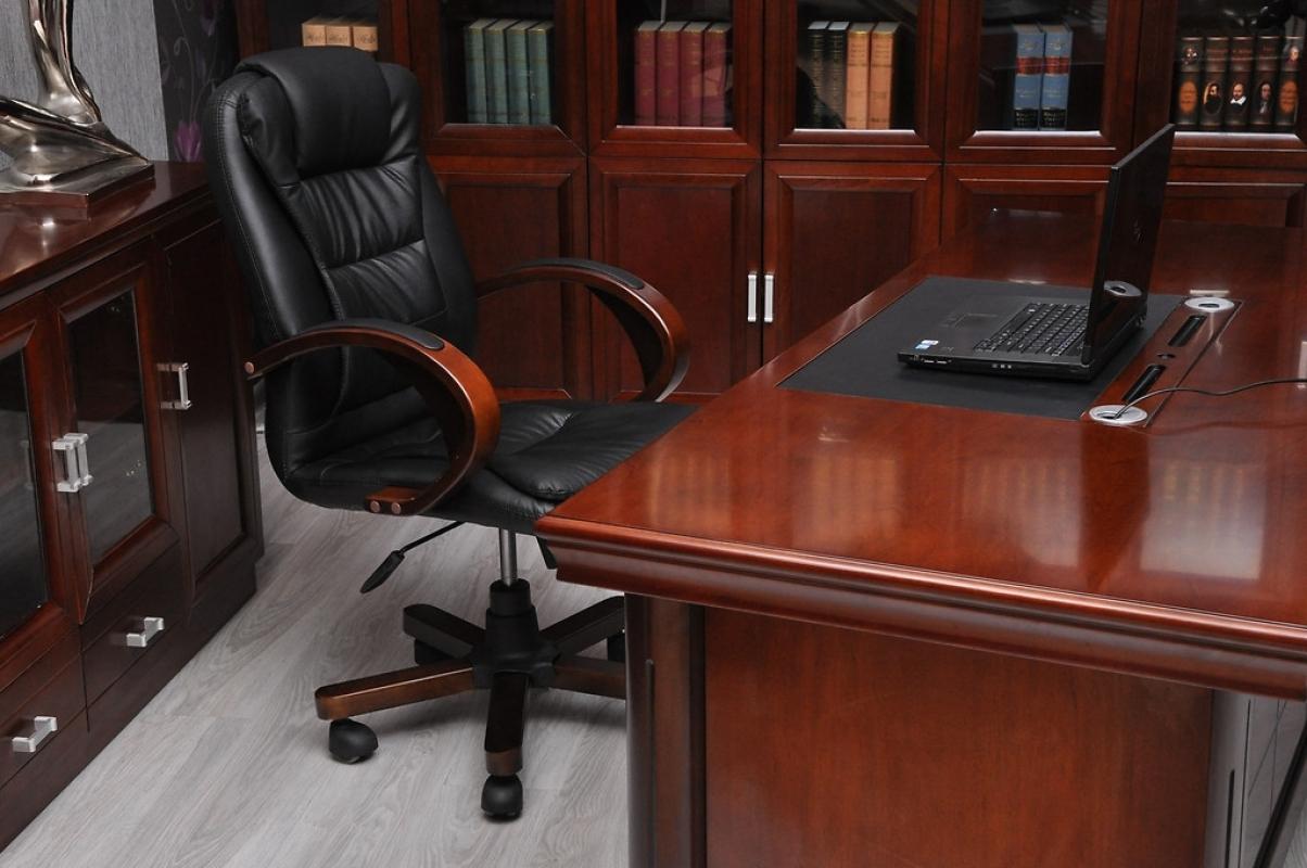Acquista on line la poltrona da ufficio moderna in pelle nero elegante