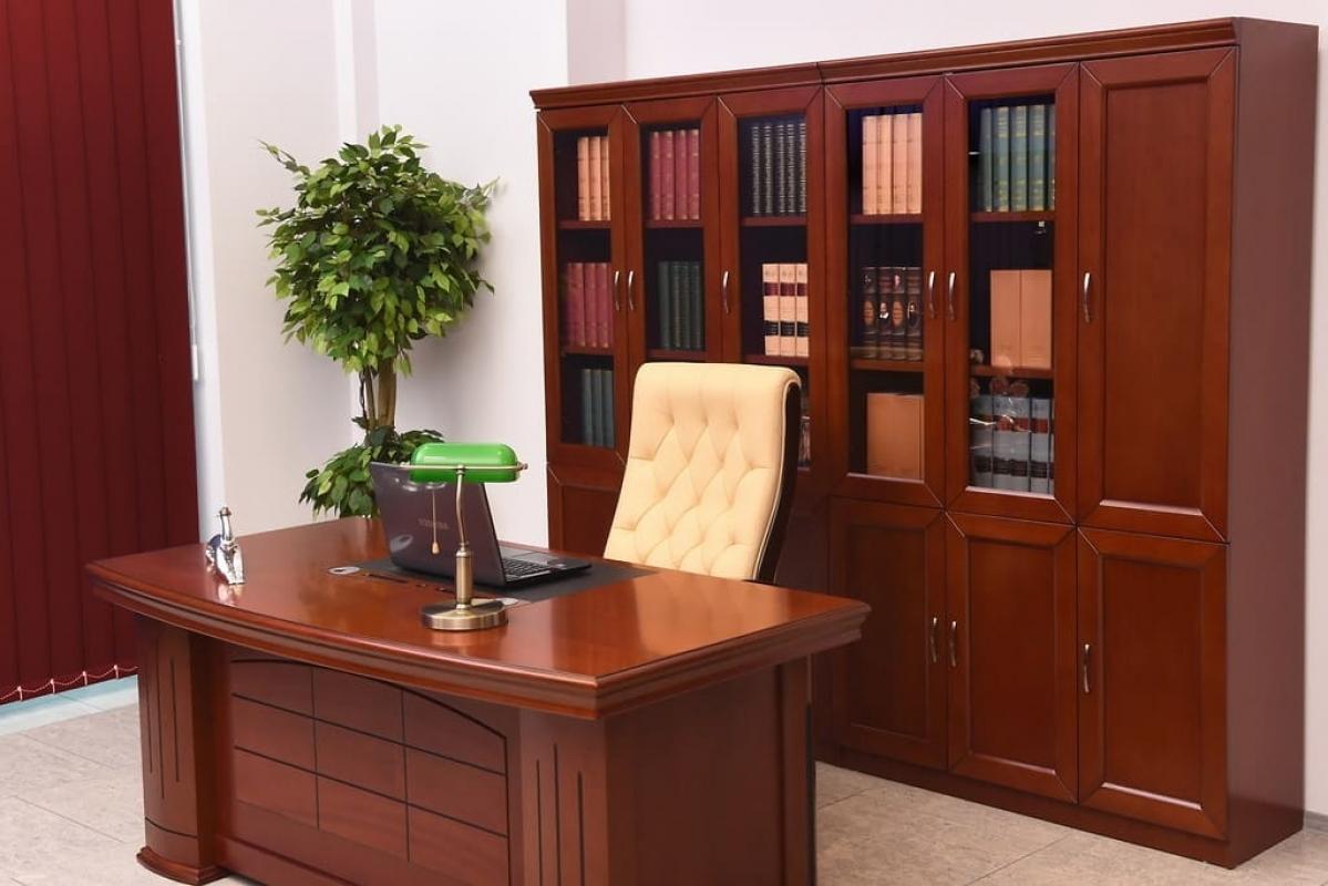 Arredo ufficio dirigenziale completo con scrivania da 1 8 for Mobili ufficio scrivania
