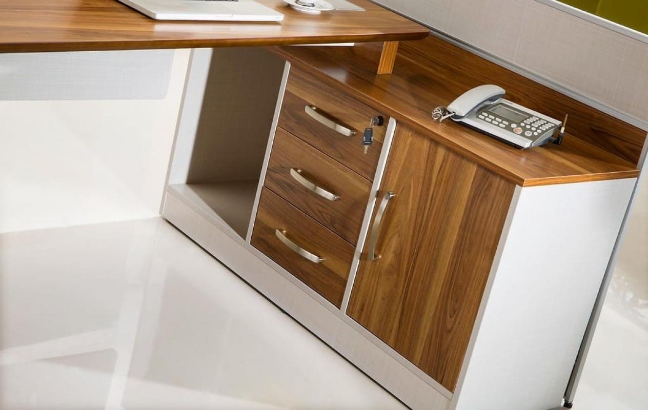 Scrivania moderna con mobile di servizio da ufficio for Consolle scrivania moderna