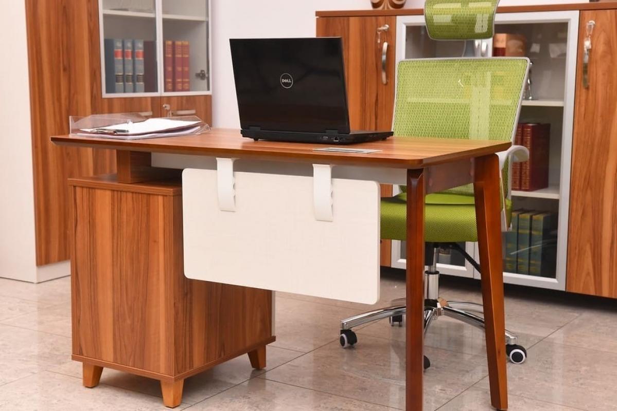 Scrivania Con Mobile : Scrivania moderna per ufficio o studio con cassettiera evolutio tb
