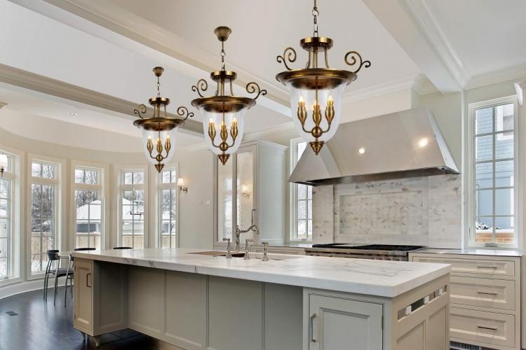 Lampadario a sospensione in stile classico vintage 3 punti luce in vetro e metallo colore ottone MIRANA