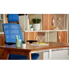 scrivanie ufficio con sedie