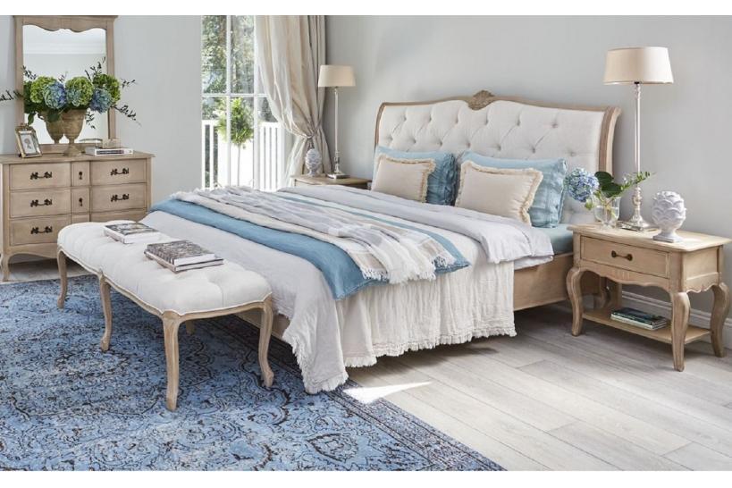 letto e comodini shabby in legno