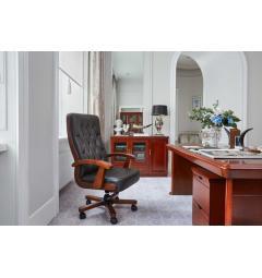 scrivania presidenziale in legno con cassettiera e poltrona da ufficio elegante