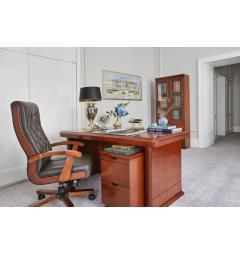 scrivania studio con cassettiera