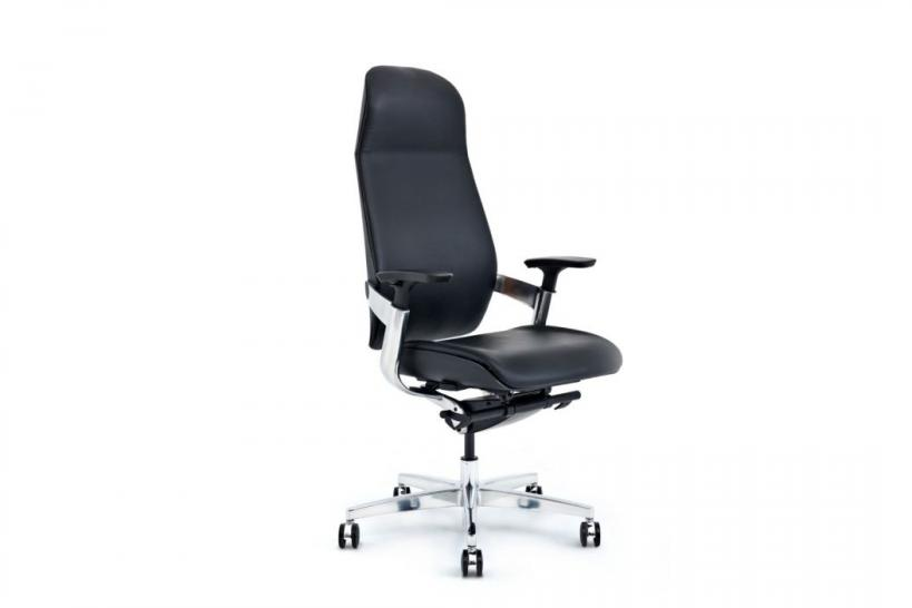 sedia pc ergonomica in pelle nera su ruote