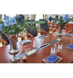 tavolo riunione con presa