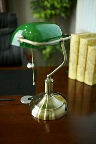 Lampada in ottone churchill originale da scrivania colore verde for Lampada da tavolo verde