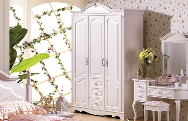 armadio bianco stile classico per camera rosa