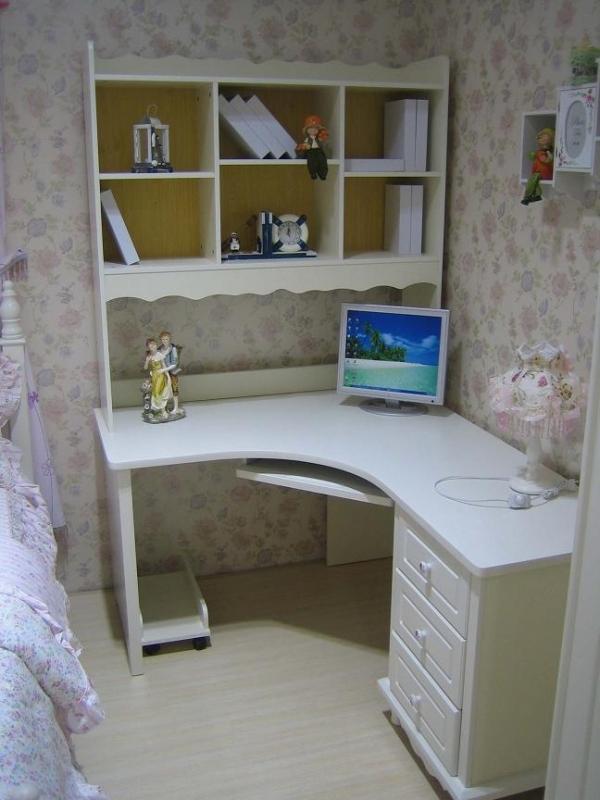 Scrivania ad angolo con libreria tavolo porta pc camera da - Ikea mobili per computer ...