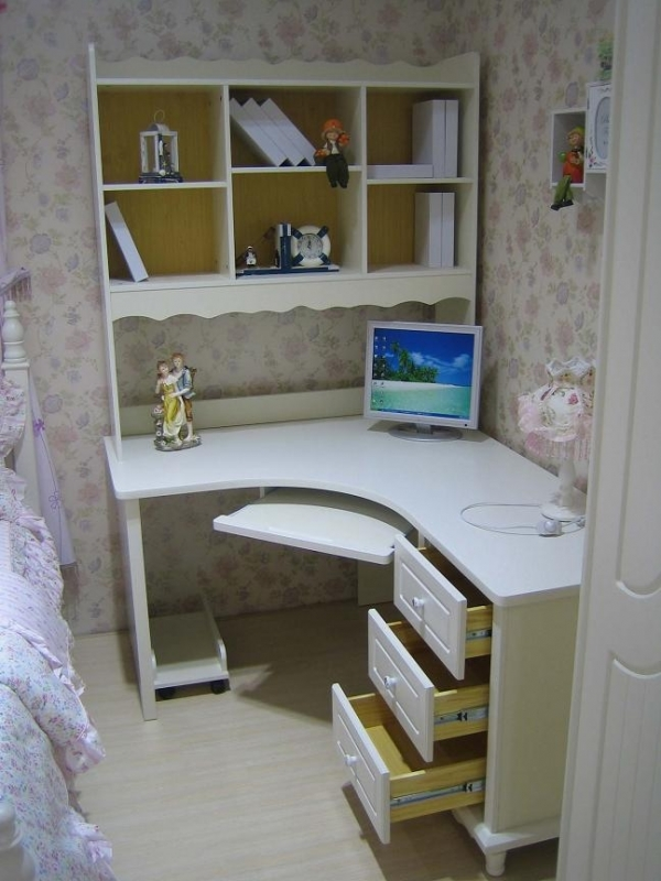 Scrivania ad angolo con libreria tavolo porta pc camera da - Scrivanie angolari ikea ...