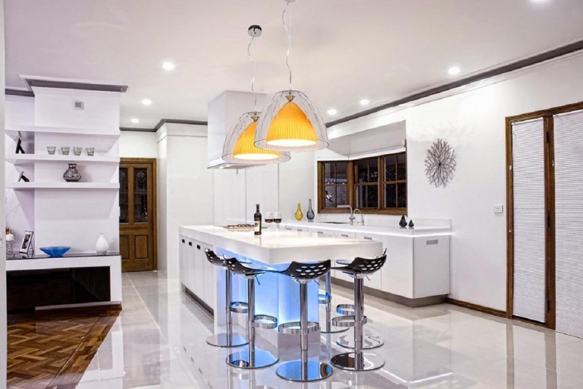 Lampadario moderno doppio vetro per una cucina giovanile ed elegante