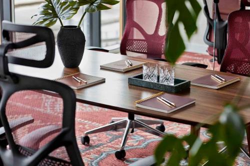 Tavoli riunione ufficio moderno