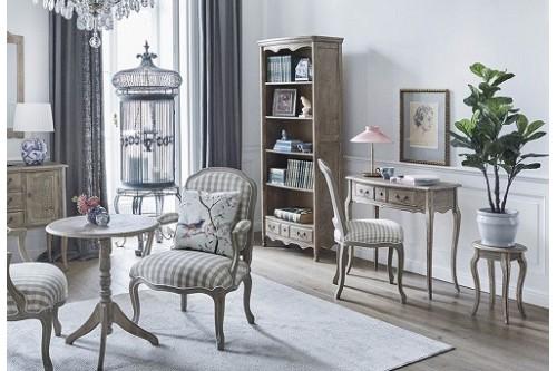 Mobili e tavolini per arredare il soggiorno in stile classico