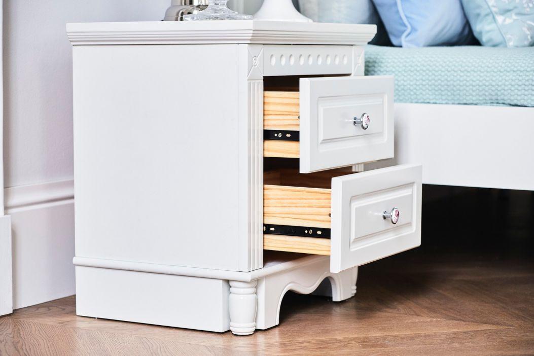 comodini bianchi in legno