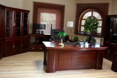 scrivania studio medico